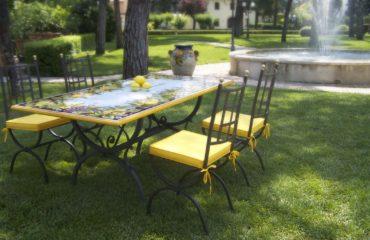 Tavoli Da Giardino Pietra Lavica.Tavoli In Pietra Lavica Giardini Italiani