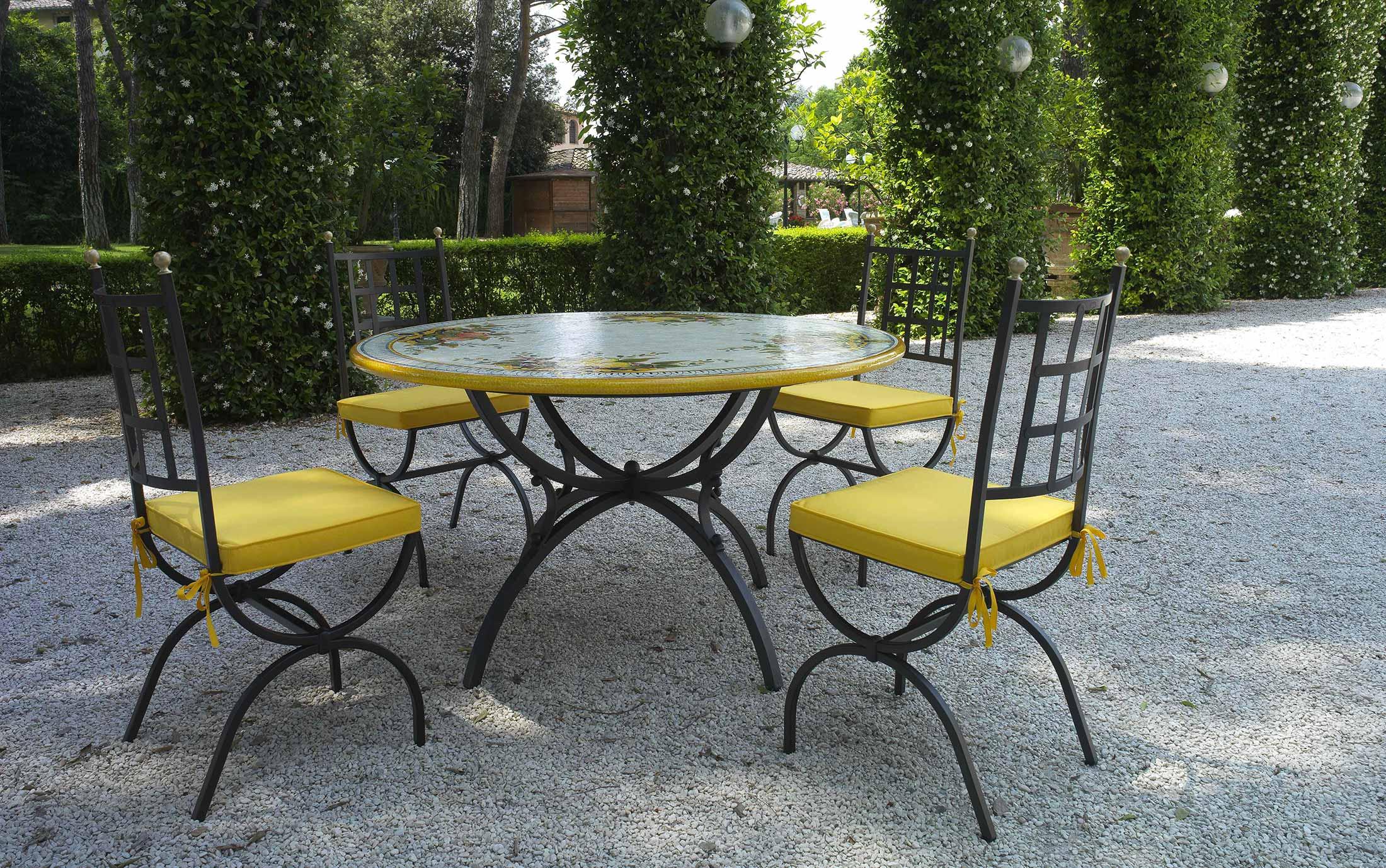 Tavoli da giardino in ceramica deruta for Ghiaia da giardino